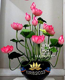 Hoa đất Hương Thủy – Bình hoa Sen sau khi đã được trang trí logo của khách hàng