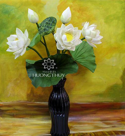 Hoa đất Hương Thủy – Hoa sen trắng bình 3 bông, 2 nụ
