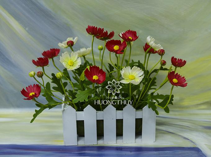 Giỏ hoa bướm màu đỏ trắng: NGANG 35CM – CAO 25CM – SÂU 25CM
