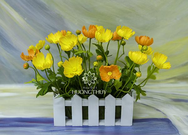 Giỏ hoa bướm màu vàng cam: ngang 35cm – cao 25cm – âu 25cm