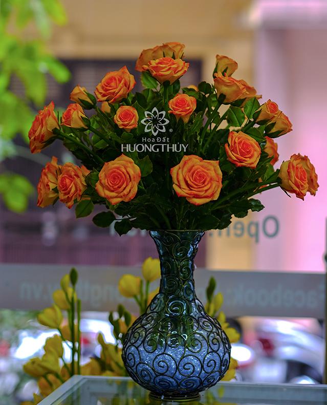 Bình hoa hồng màu cam (vẽ)